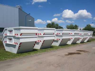 Container in verschiedenen Größen für zahlreiche Abfallarten